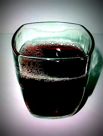 Glass_of_grape_juiceREV