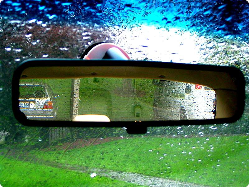 800px-Rear-view_mirrorREV