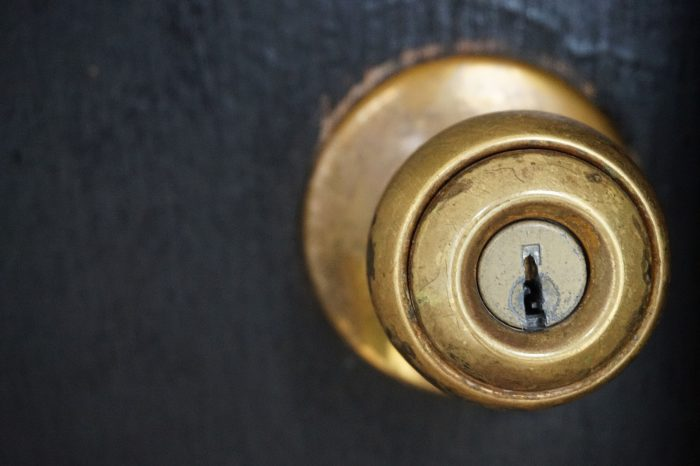door-knob-1924315_1920
