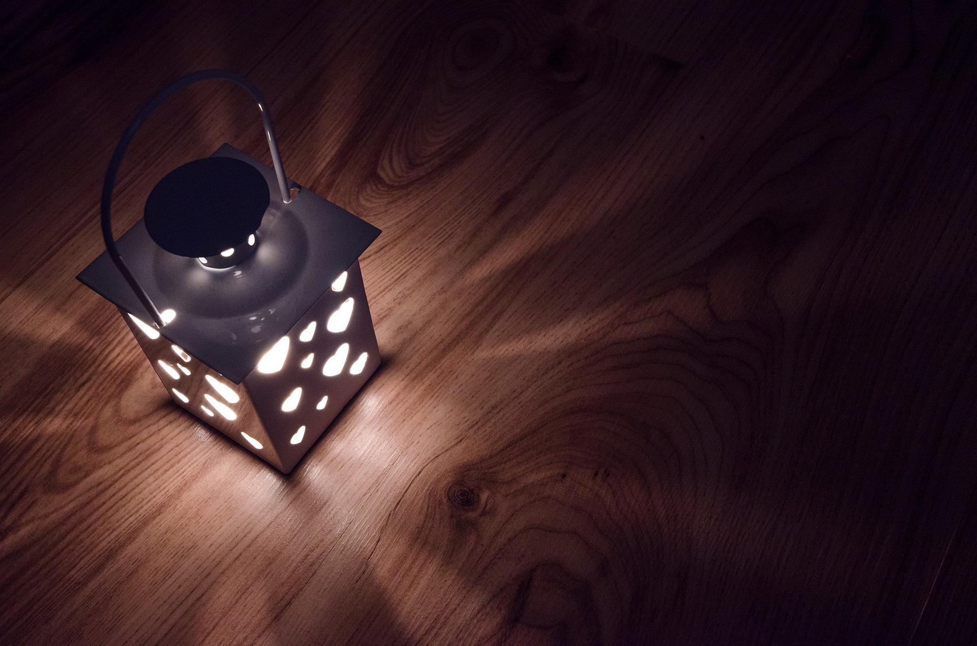 lantern-2938027_1920
